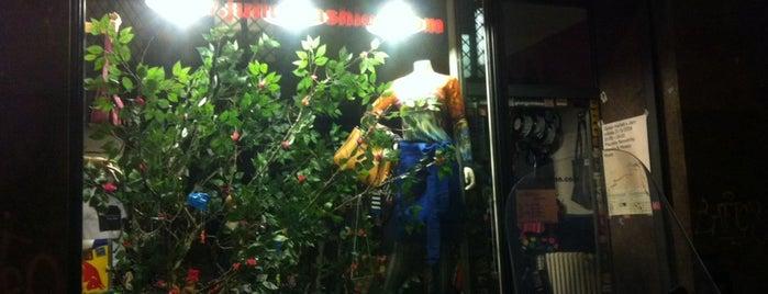 Julius Fashion Shop is one of Navštiv 200 nejlepších míst v Praze.