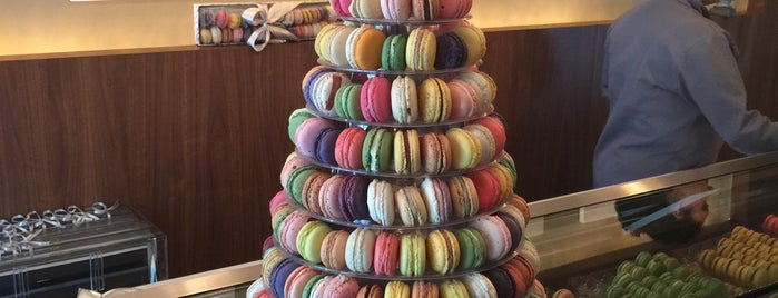 Le Macaron is one of Locais curtidos por Katia.