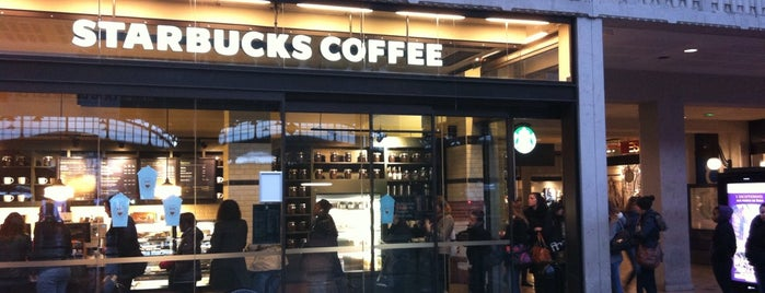 Starbucks is one of สถานที่ที่ Mario ถูกใจ.