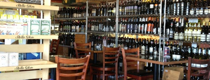 DeFalco's Italian Grocery is one of Lugares guardados de Clair.