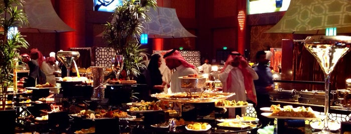 Four Season Hotel is one of สถานที่ที่ Yazeed ถูกใจ.