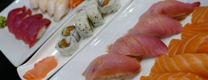 Hanami Sushi Teppan Bar is one of Orte, die E gefallen.