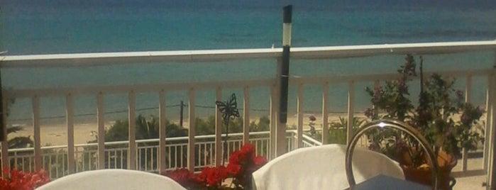 Toulgaridis Beach is one of Locais curtidos por 83.