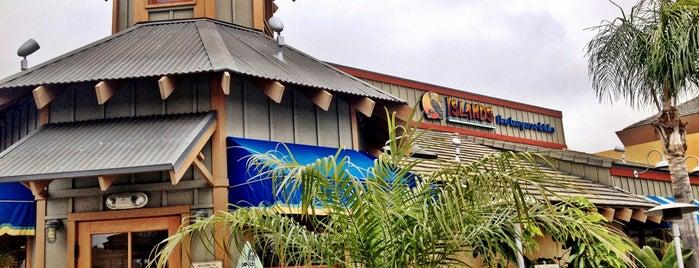Islands Restaurant is one of สถานที่ที่ Veronica ถูกใจ.