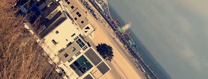 Santa Monica Pier is one of Amerika.