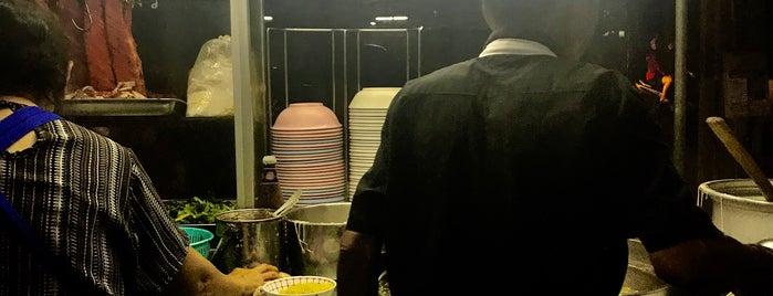 ไผ่เขียว - บะหมี่เกี๊ยวหมูแดง หน้าหมู่บ้านธนะสิน is one of BKK_Noodle House_1.