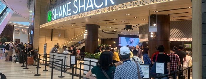 Shake Shack is one of Andreさんのお気に入りスポット.