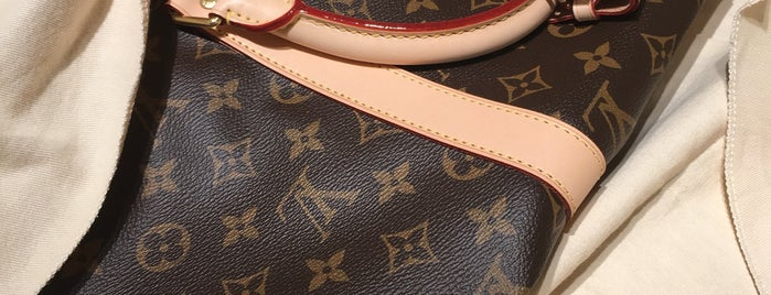 Louis Vuitton is one of Cristina 님이 좋아한 장소.