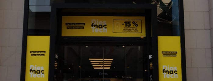 Fnac is one of Locais curtidos por Carlos.