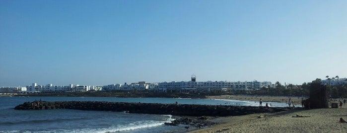 Playa de las Cucharas is one of Qué visitar en Lanzarote.