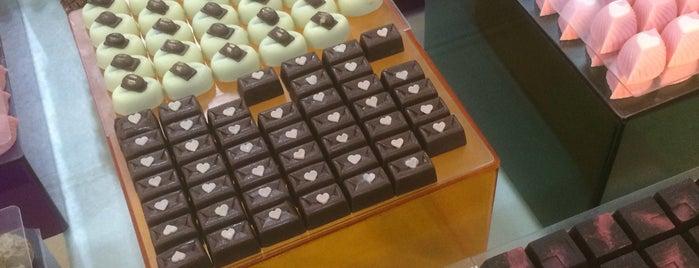 Dapur Cokelat & Ladang Coffee is one of Posti che sono piaciuti a Erin.