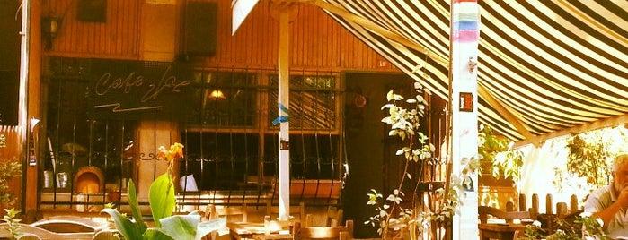 Yol Cafe is one of Lieux qui ont plu à Endam.