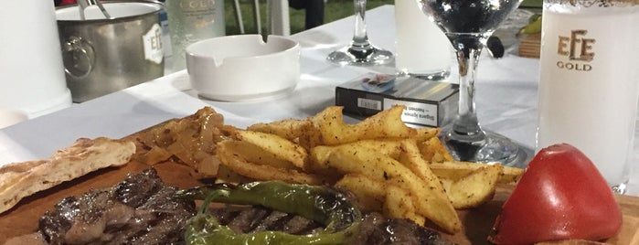 Akay Et & Balık Restaurant is one of Tempat yang Disukai Özge.