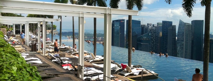 Rooftop Infinity Pool is one of Singapore / Singapour.