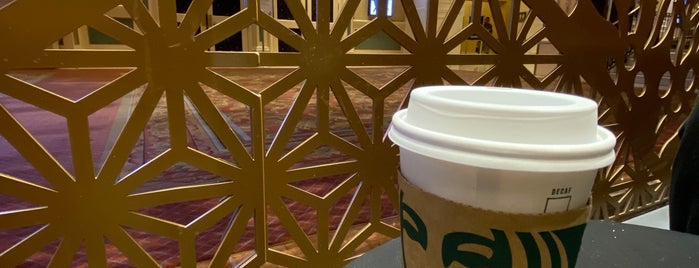 Starbucks is one of Orte, die Vera gefallen.