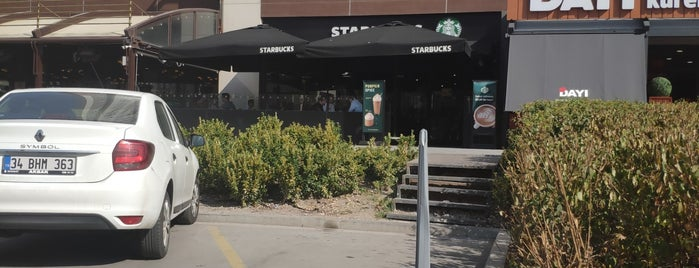 Starbucks is one of Fatihさんのお気に入りスポット.