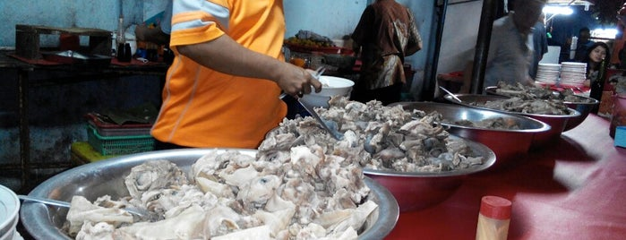 Sop Kaki Kedai Estu Rame is one of food jakarta.