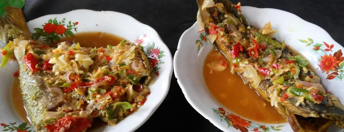 Warung Sop Bambu Mustikasari is one of Kuliner Bekasi.