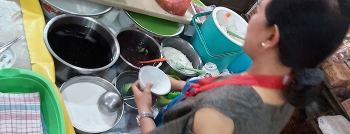 Dawet Bu Dermi Pasar Gede Solo is one of Kuliner Solo.