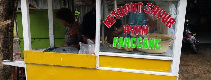 Ketupat Sayur Ayam Panggang Eddy is one of Kuliner Bekasi.