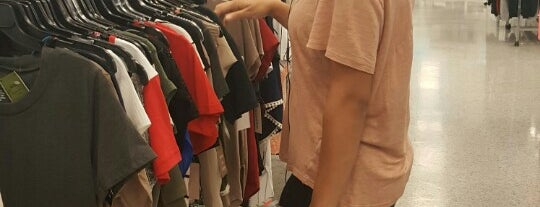 Ross Dress for Less is one of Kelliさんのお気に入りスポット.