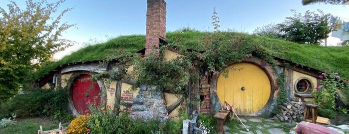 """Hobbiton Movie Set is one of Lugares favoritos de Batuhan""""Bush""""."""