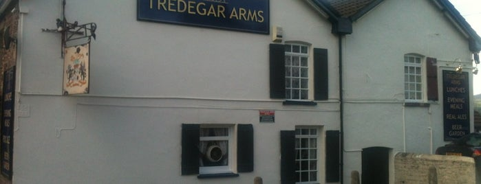 The Tredegar arms is one of Orte, die Carl gefallen.