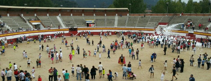 Plaza De Toros De Ampuero is one of Lugares favoritos de Silvia.