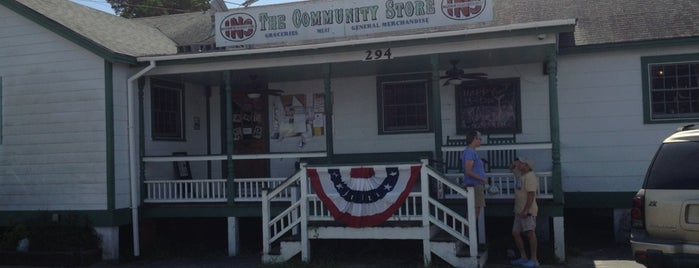 The Community Store is one of Locais curtidos por Melissa.