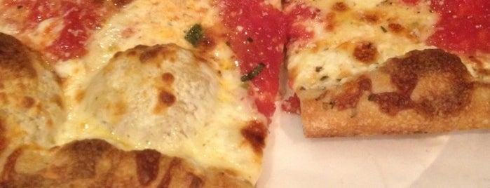 Mario's Pizzeria is one of Locais curtidos por Mike.