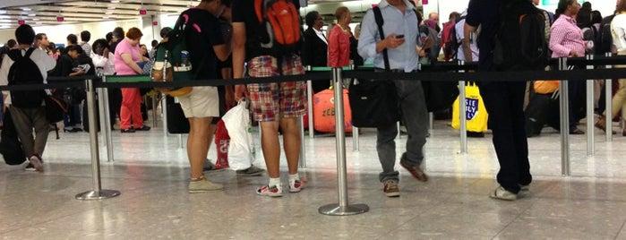T4 Security/Passport Control is one of Tempat yang Disukai Kostas.