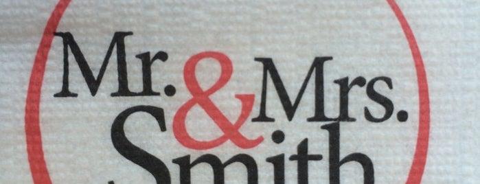 Mr. & Mrs. Smith Cafe & Bistro is one of Esra'nın Beğendiği Mekanlar.