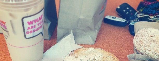 Dunkin' is one of Locais curtidos por Courtney.