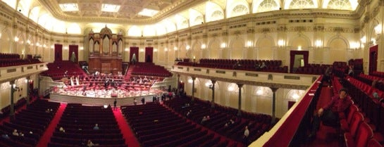 Het Concertgebouw is one of Lugares favoritos de Heleno.