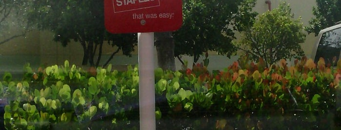 Staples is one of Locais curtidos por Raul.