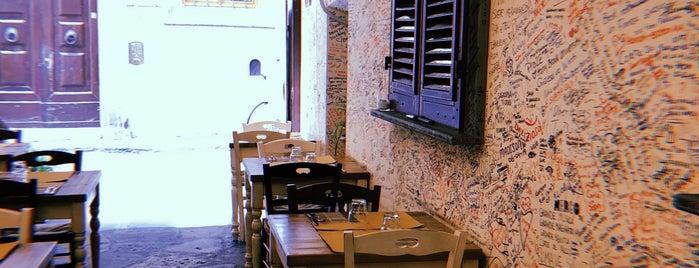 Corte dei Pazzi is one of Lugares favoritos de Emma.