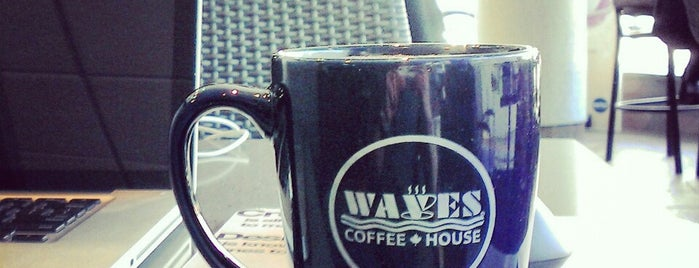 Waves Coffee House is one of Lugares favoritos de Moe.