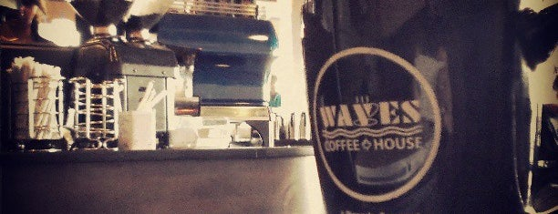Waves Coffee House is one of Lieux qui ont plu à Moe.
