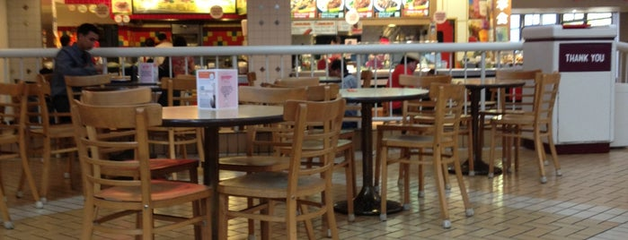 Del Amo Mall Foodcourt is one of Tempat yang Disukai Alberto J S.