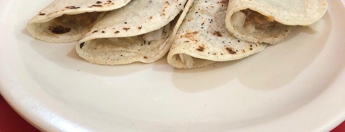 Tacos Ban-Comer La Nena is one of สถานที่ที่ Flor ถูกใจ.