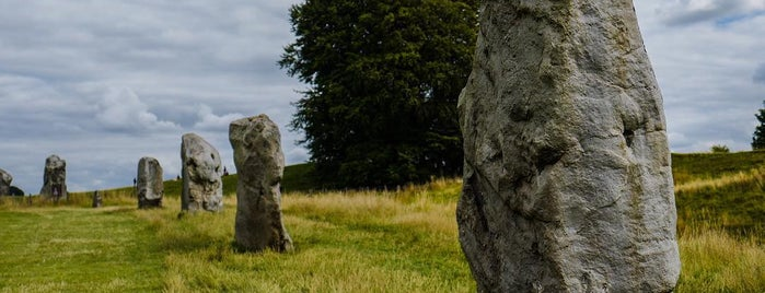 Avebury Henge and Stone Circles is one of London 🇬🇧.