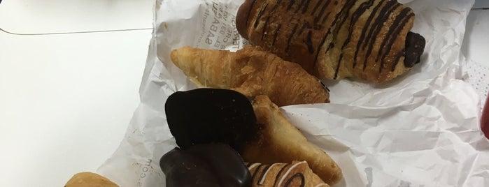 Croissants de París is one of Lugares favoritos de Ivan.