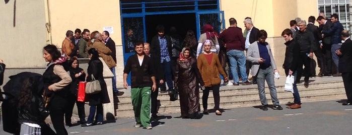 Şişli Atatürk Ortaokulu is one of Locais curtidos por Eda.