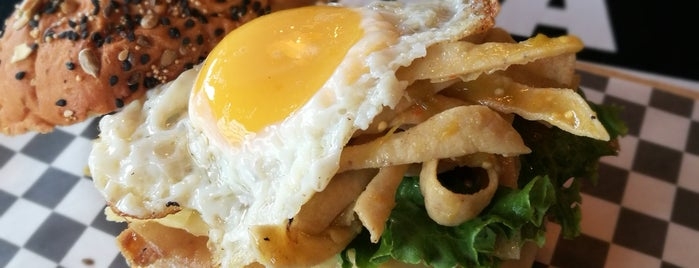 Mala Fe Burger is one of Bares.