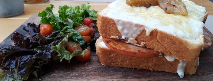 Broska is one of Café + Desayunos.