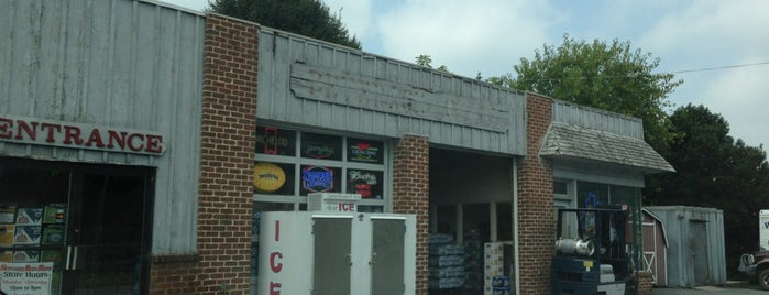 Neffsville Beer Mart is one of Tempat yang Disukai Chrissy.