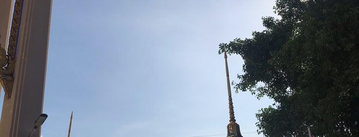 วัดกลางวรวิหาร is one of Locais curtidos por Yodpha.