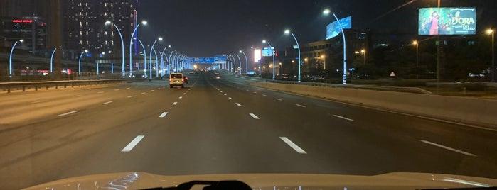 Hilton Dubai Al Habtoor City is one of Claudio : понравившиеся места.