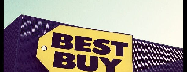 Best Buy is one of Lieux qui ont plu à Alberto J S.