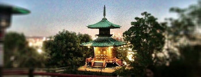 Yamashiro Farmers Market is one of 100 Cheap Date Ideas in LA.